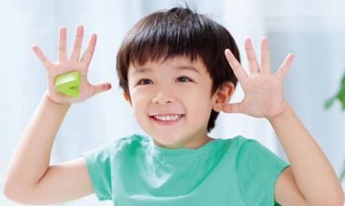 明星小孩咋学的英语?明星的孩子为什么英语说的这么好?